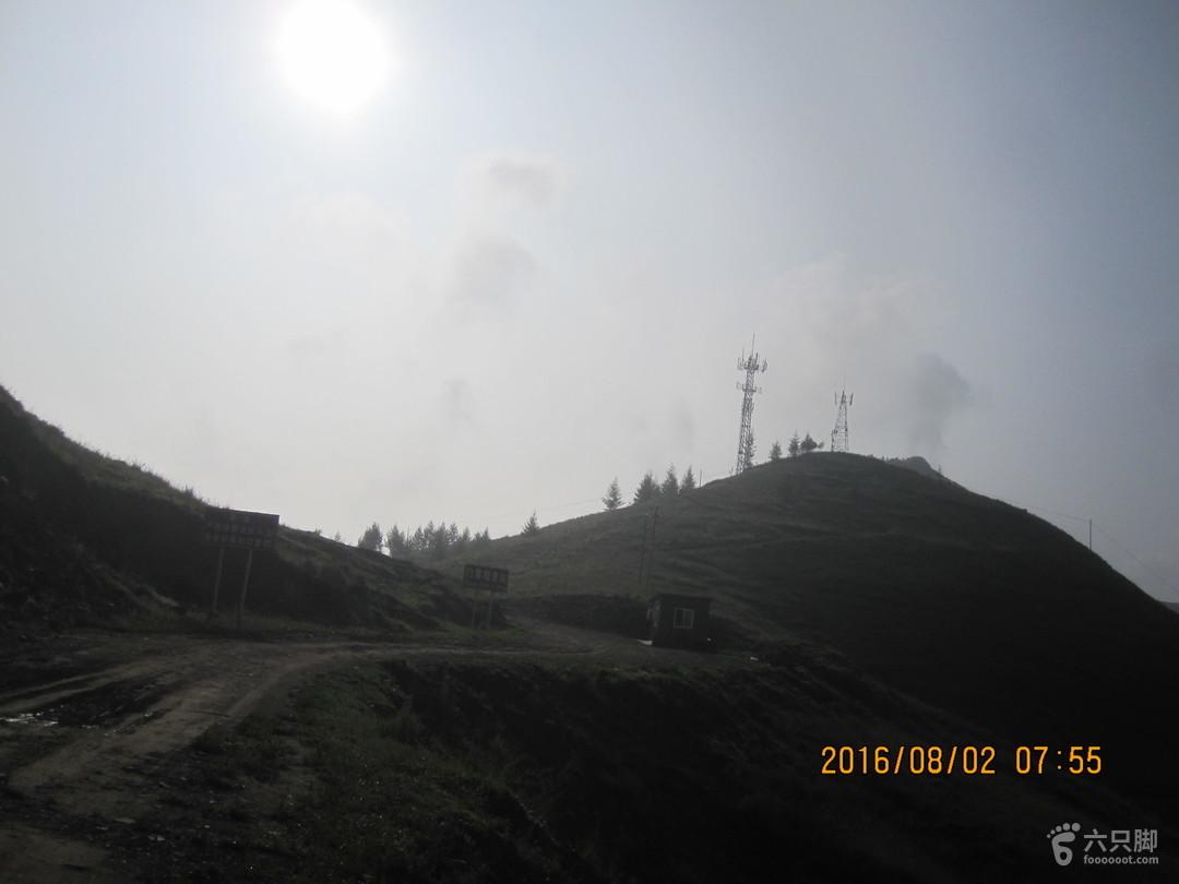 2km到山顶有信号塔的垭口