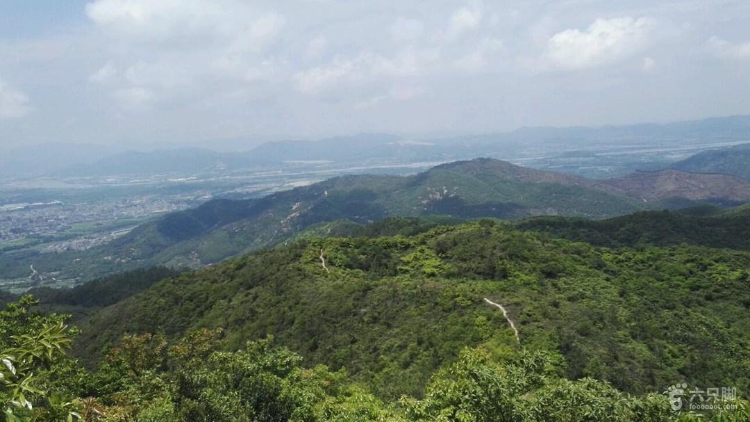 珠海斗门黄杨山,大赤砍东~西湾穿越回看来时的路,右边旧金台,左边新金台