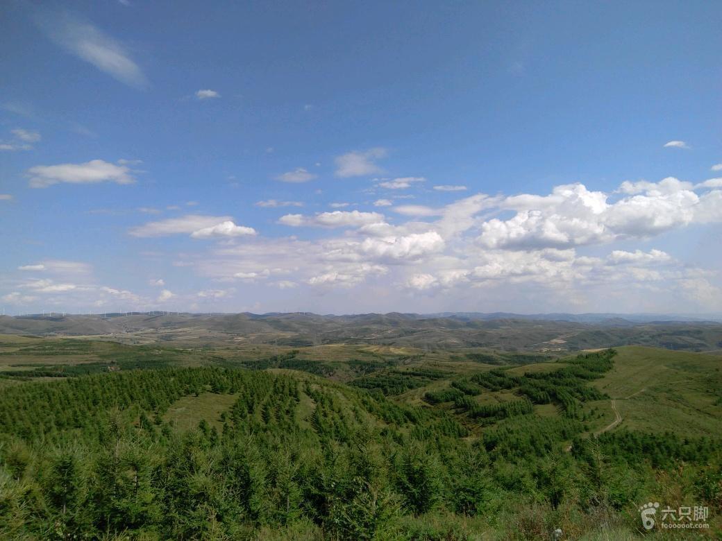 草原天路草原天路路旁的高坡上 风景不错