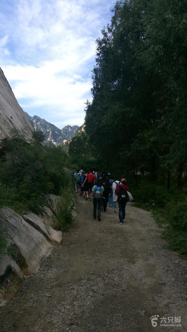 白河峡谷扎营白河徒步