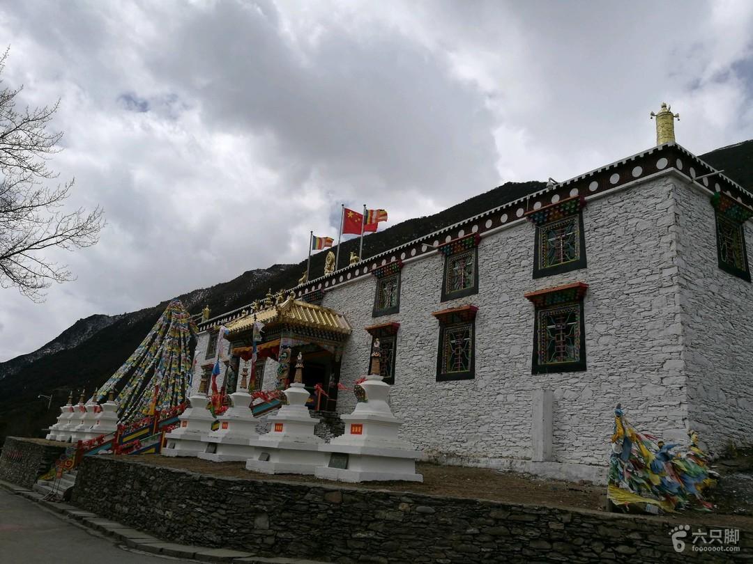 四姑娘山长坪沟景区游览喇嘛寺