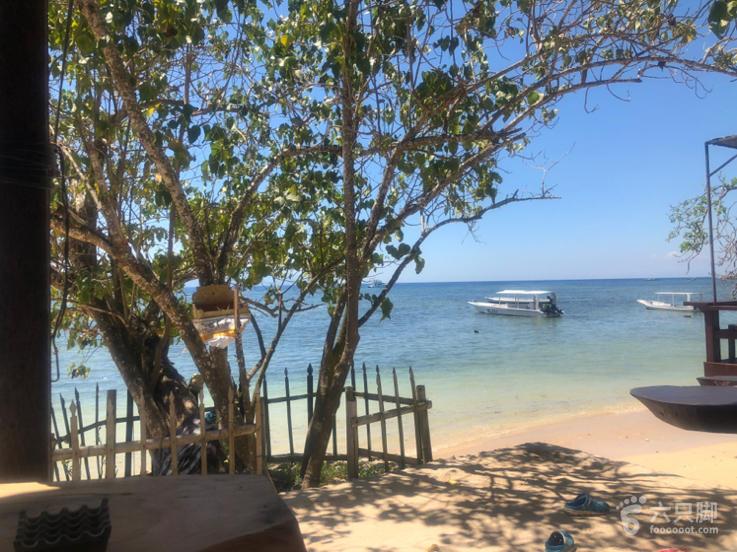 蓝梦岛出海贾云博等七人晕船,提前上岸休息,等待吃午餐的地方,如果从这里到梦幻海滩走路1小时,开车20分钟。