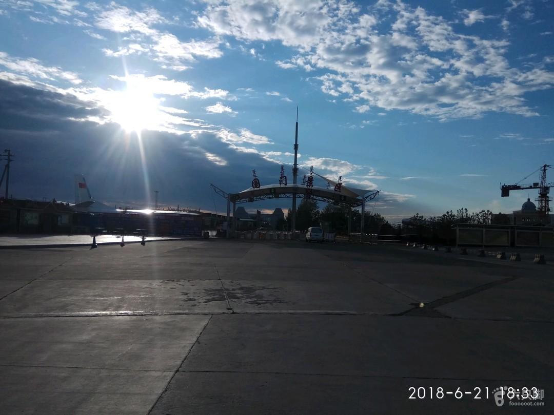 家用125摩托环游中国,用时52天国门景区