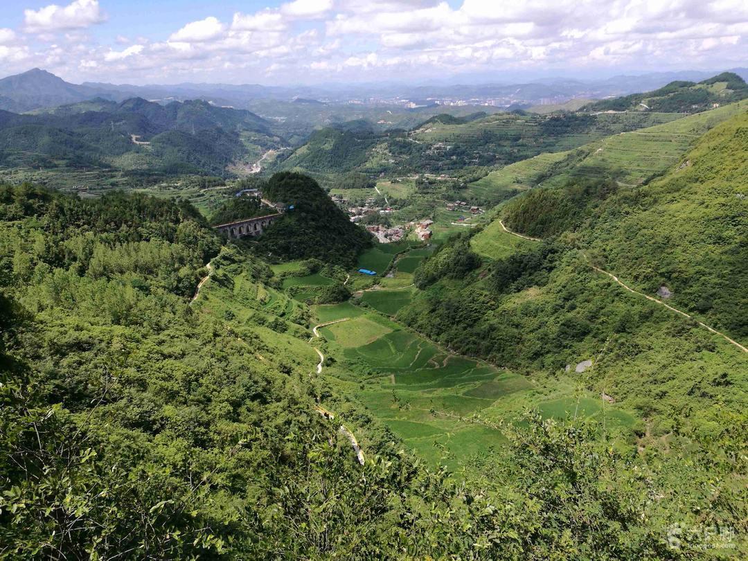 贵州松桃盘石镇响水洞至花垣126