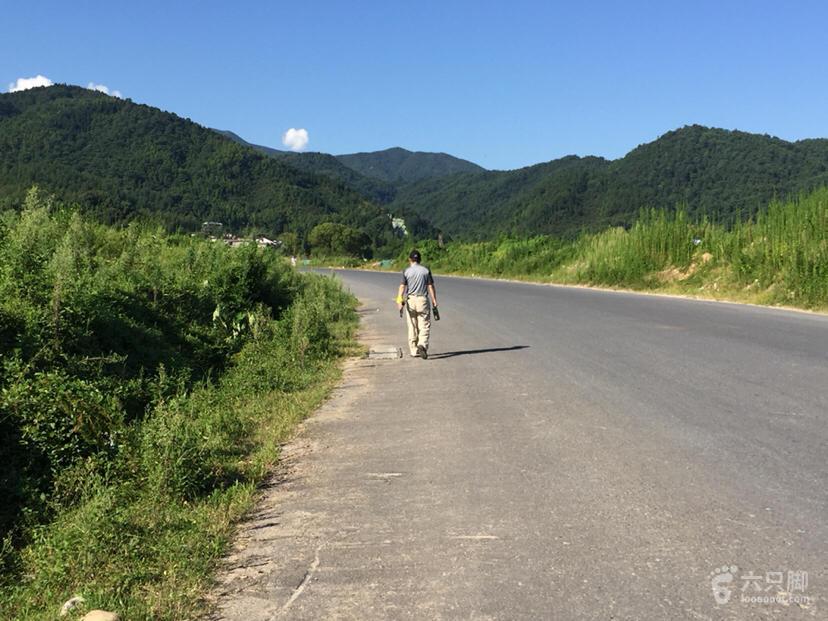 【路向标】原始清新的宜春温汤明月山十里峡此段为车行路,有点晒。