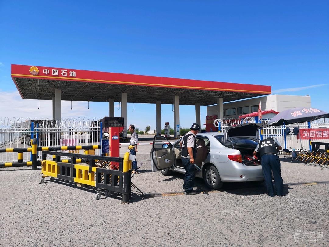 新疆自驾游第五天加油检查车辆