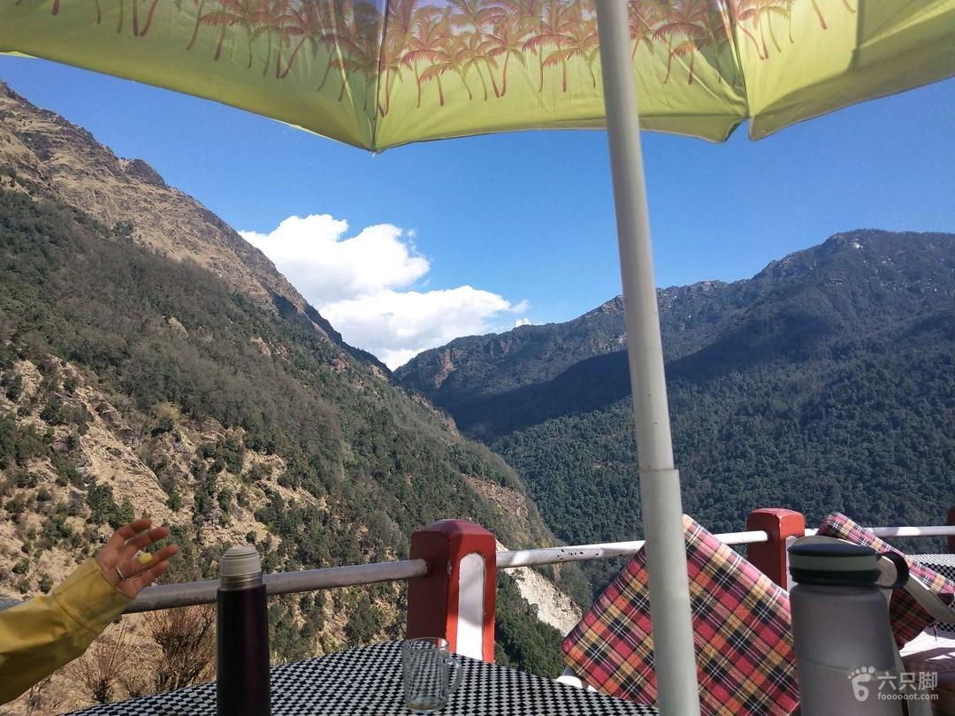 尼泊尔 abc山上去程吃午饭