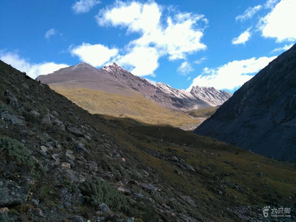 萨普徒步第3天此处河谷,在前方一公里处右转。