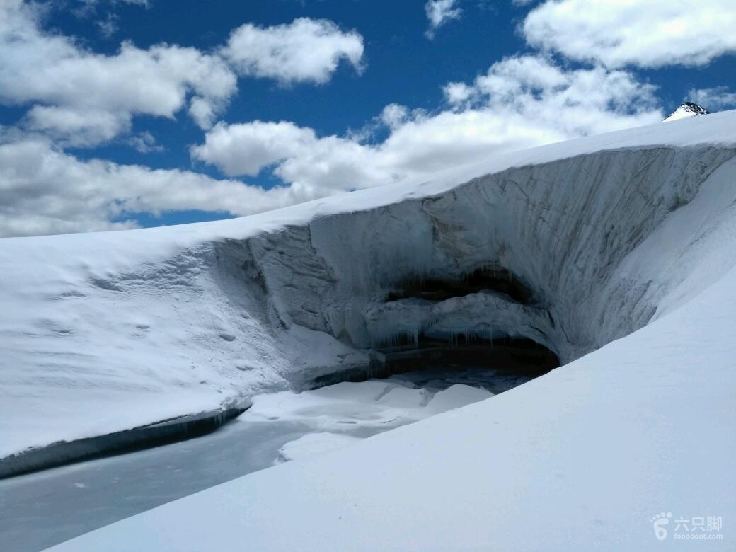 萨普徒步第3天冰洞,要小心。