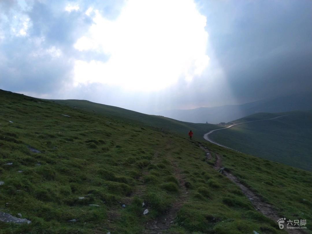 五台山顺时针大朝台 云中的一缕阳光