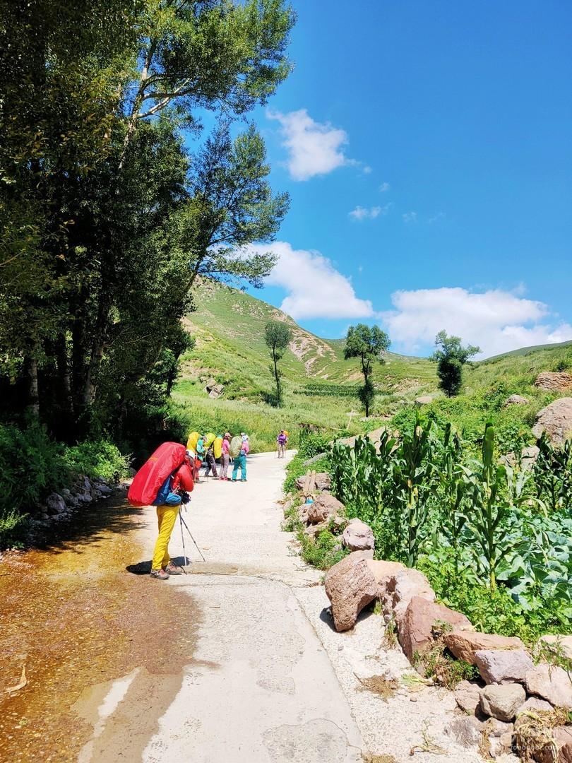 河北涞源:重装穿越最美之路《牛耳尖-韭菜山》!由甸坡村出发