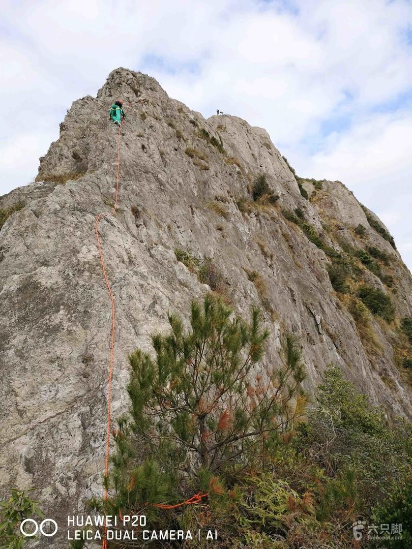 白岩山三叠岩骑马岭白岩山80米降未命名