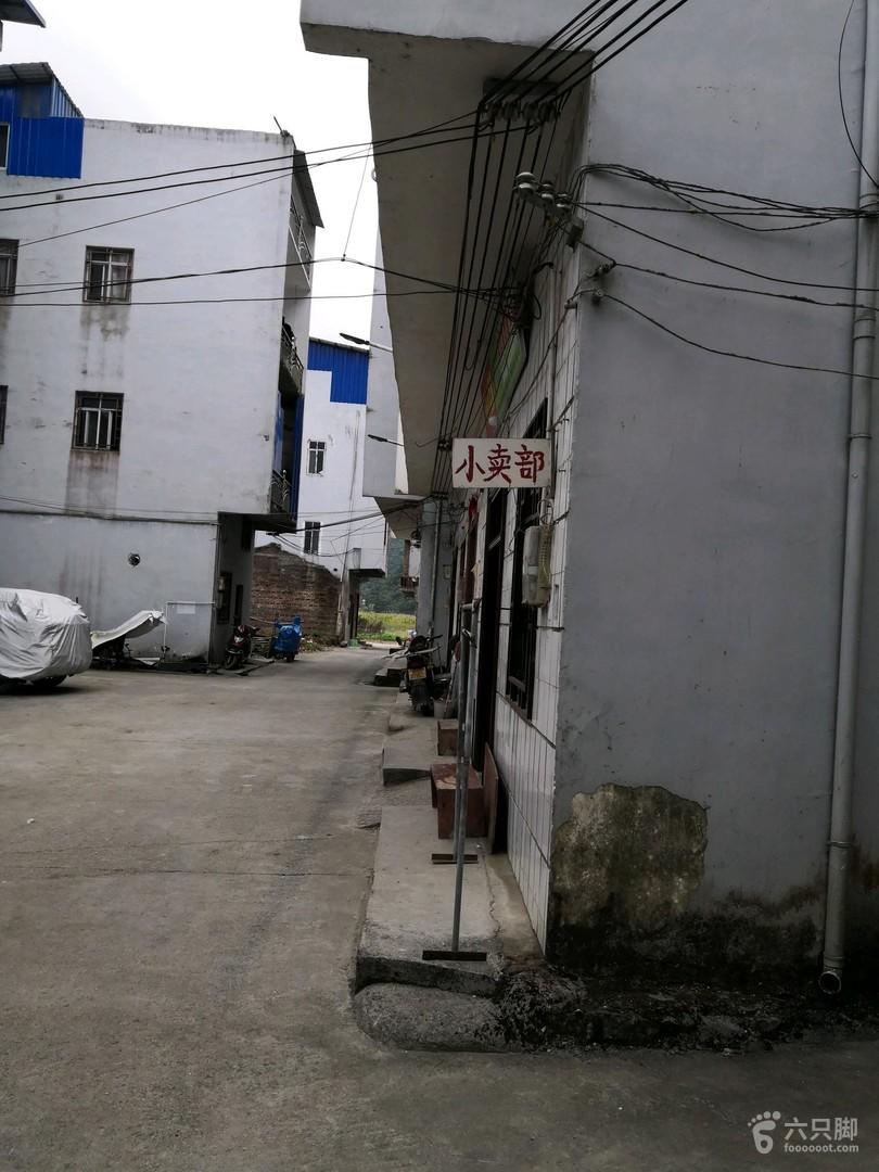 广西环江到贵州荔波的黔桂古道穿越1,穿过环江古宾河漂流游客中心,旁边的下寨屯村里。